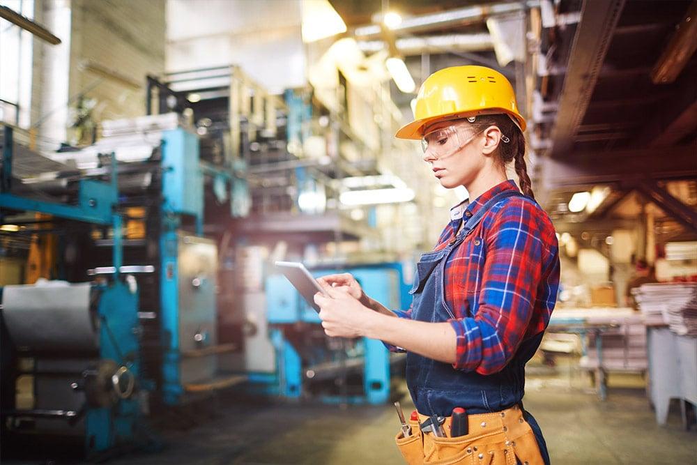factory worker non-desk employee app staffbase